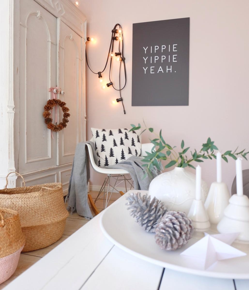 Weihnachtsgeschenk DIY Tannenzapfenkranz